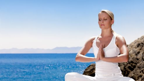 Jóga u moře nebo na horách? Ideální kombinace pro dovolenou