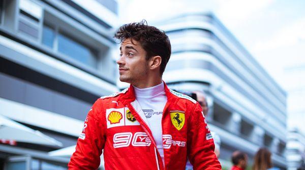 Leclerc je opět na pole position. Dočká se Ferrari výhry?