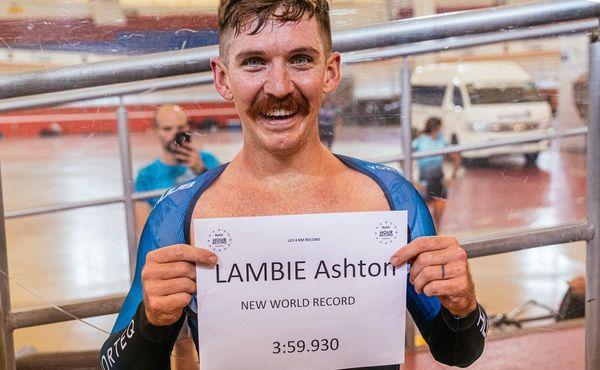 Američan Ashton Lambie zajel čtyři kilometry pod čtyři minuty
