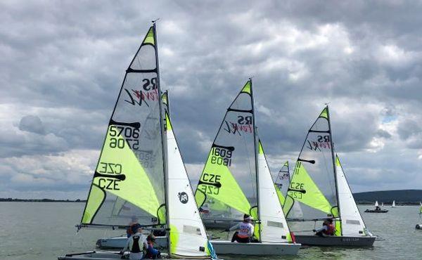 Mezinárodní mistrovství mládeže v jachtingu začíná už zítra na Nových Mlýnech