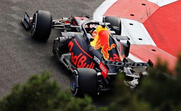 Za poškozené pneumatiky nemůže Pirelli, ale magie vúdú