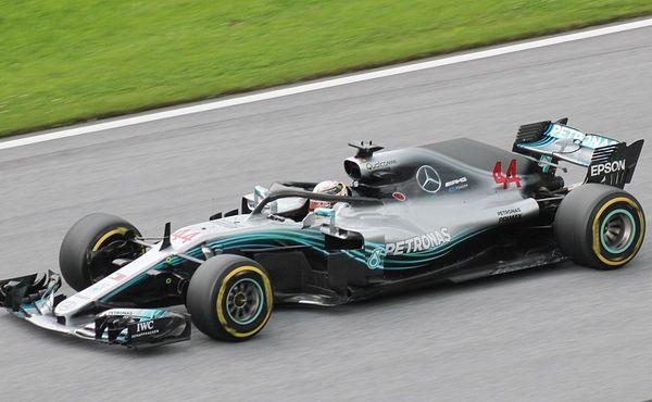 Formule 1 potvrdila červencový začátek odložené sezony. Pojede se bez diváků