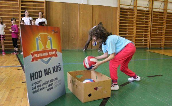Meziškolní pohár se opět rozbíhá: Děti plní sportovní výzvy