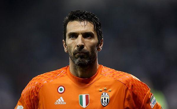 Brankářský veterán Buffon se upsal Juventusu na další sezonu