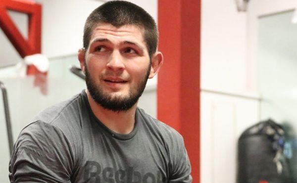 Chabib po smrti otce zmizel ze světa. UFC neví, co bude
