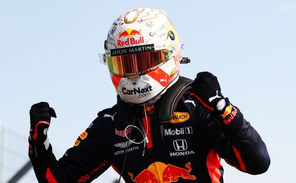 VImole zvítězil Verstappen, Hamilton ale uhájil vedení v šampionátu