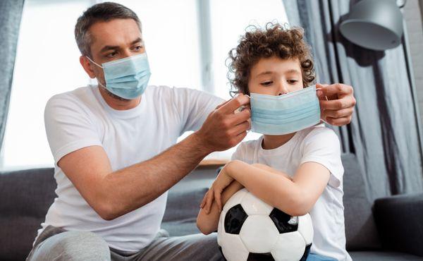 S dětmi, které zůstávají doma, musíte jednat podle důležitých pravidel