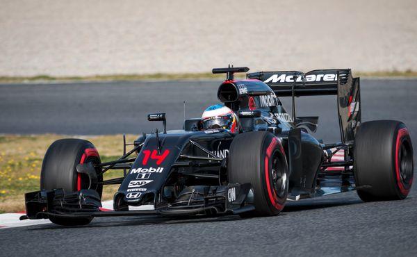 Jeden šampion se vrací, druhý stěhuje. Formuli 1 čeká rekordní sezona