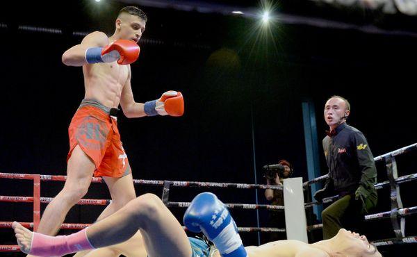 Český kickboxer Sivák knockoutoval soupeře brutálním kopem