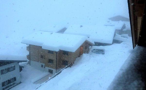 České biatlonisty zasypal v Rakousku sníh