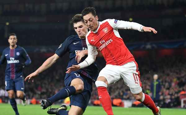 Mesut Özil je drahý i zadarmo. Arsenal by Juventusu snad i zaplatil, aby si ho vzal