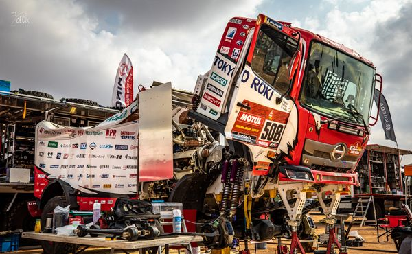 Rally Dakar má za sebou den volna, dnes začal dvoudenní maraton