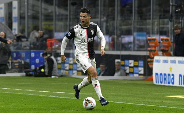 Ronaldo boduje. Před miliony dal přednost lidským právům