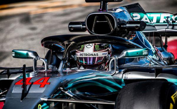 Hamilton se upsal Mercedesu, ale jen na rok