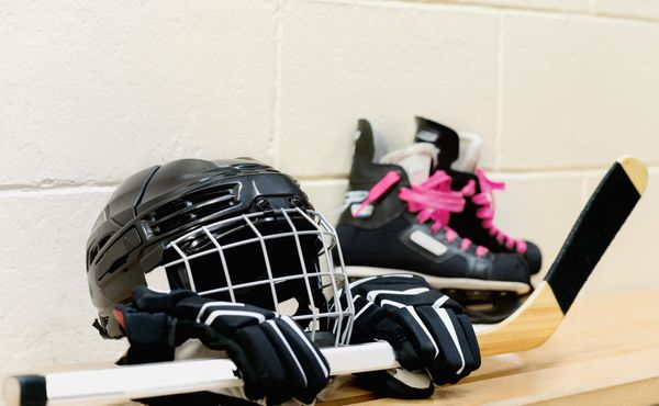 Ottawa zbarvená do růžova. První hokejový šampionát žen vyhrála Kanada