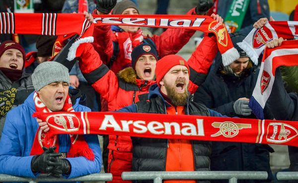Podle fanoušků Arsenalu by neměl jejich klub proti Slavii nastoupit