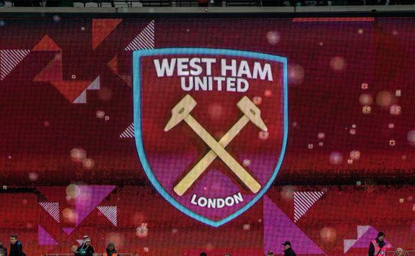 West Ham ztratil klíčový zápas. Červená karta a vlastní gól mu zlomily vaz