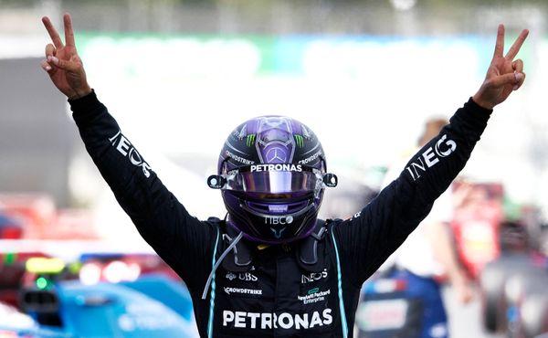 Ve Španělsku vyhrál Hamilton díky vhodně zvolené strategii