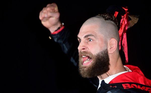 Procházka dobývá UFC na vlně šílenství a geniality