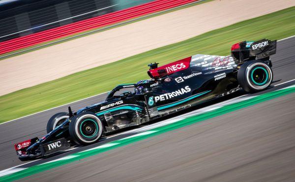 Mercedes přiznal barvu: Bez červené vlajky by Hamilton v Silverstone dozávodil